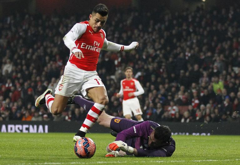 wpid-arsenal---s-chilean-striker-alexis-sanchez-l-vies-with-hull-city---s-goalkeeper-steve-harper-during-the-fa-cup-third-round-football-match-in-london-on-january-4-2015.jpg