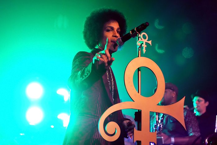 prince-performs-onstage-at-the-hollywood-palladium-on-march-8-2014