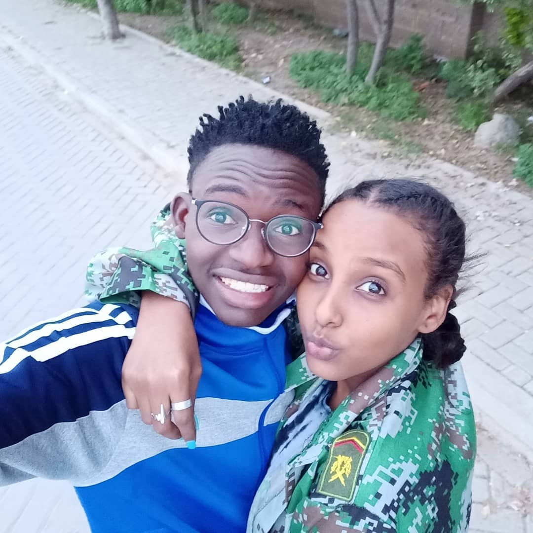 The comedian with his girlfriend