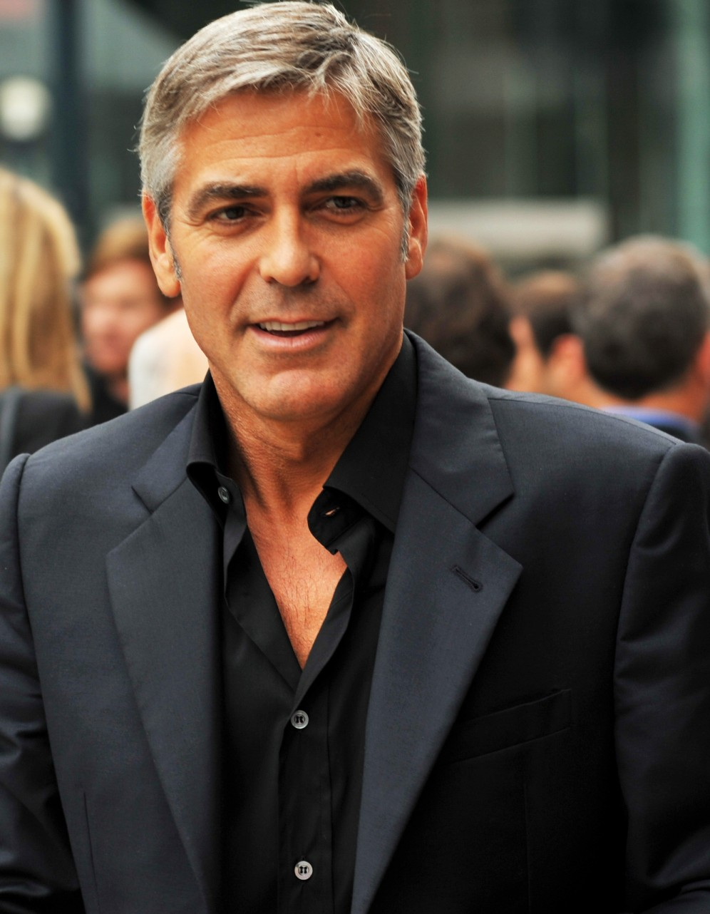 George_Clooney-4_The_Men_Who_Stare_at_Goats_TIFF09_(cropped) (1)