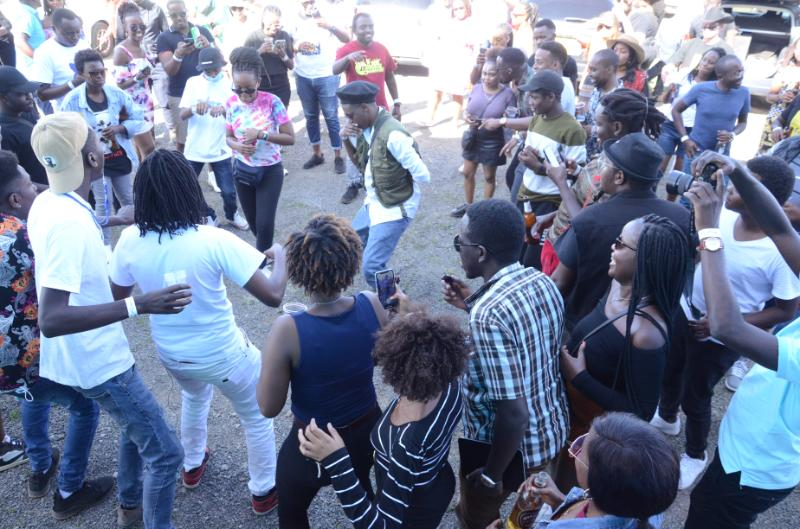 Dancer Mukiria Eunice and John Beusi busts some moves inside a circled crowd